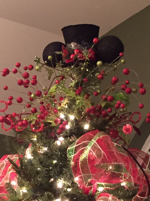 RM-Christmas-Mickey-Top-Hat-Tree-Topper
