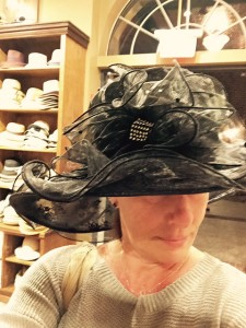 RM-Hat-Shopping-Downtown-Disney