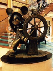 Disney-Captain-Mickey-Statue