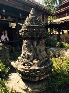 RM-Expedition-Everest-Queue-Statue