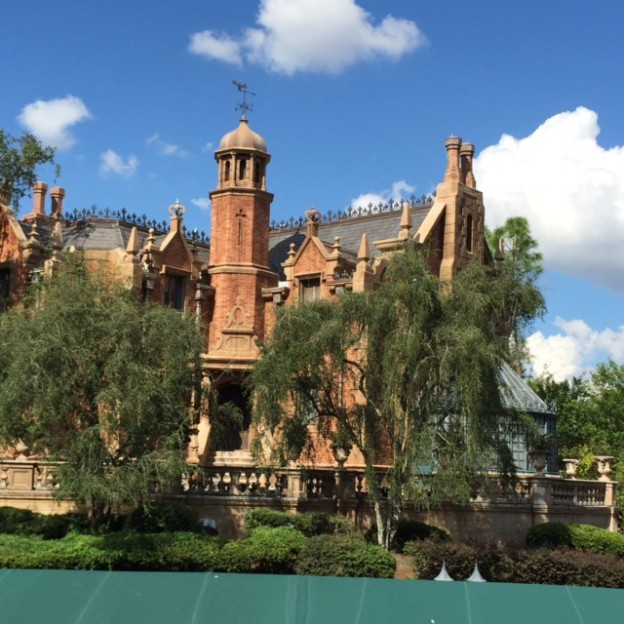 RM-Haunted-Mansion-Exterior