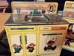Birthday-Vintage-Snow-White-Play-Kitchen-Sink